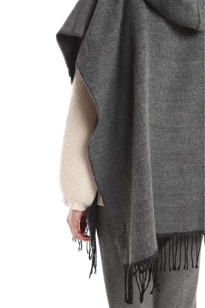 Poncho con cappuccio e frange Fashion Market