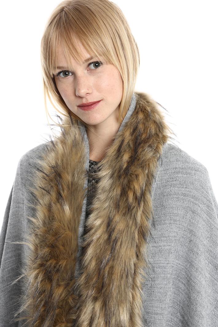 Stola con bordo in pelliccia Fashion Market