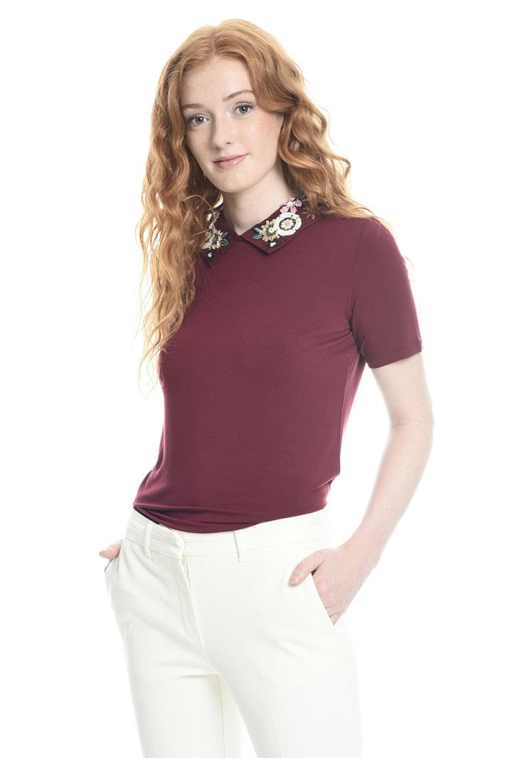 T-shirt con colletto ricamato Fashion Market