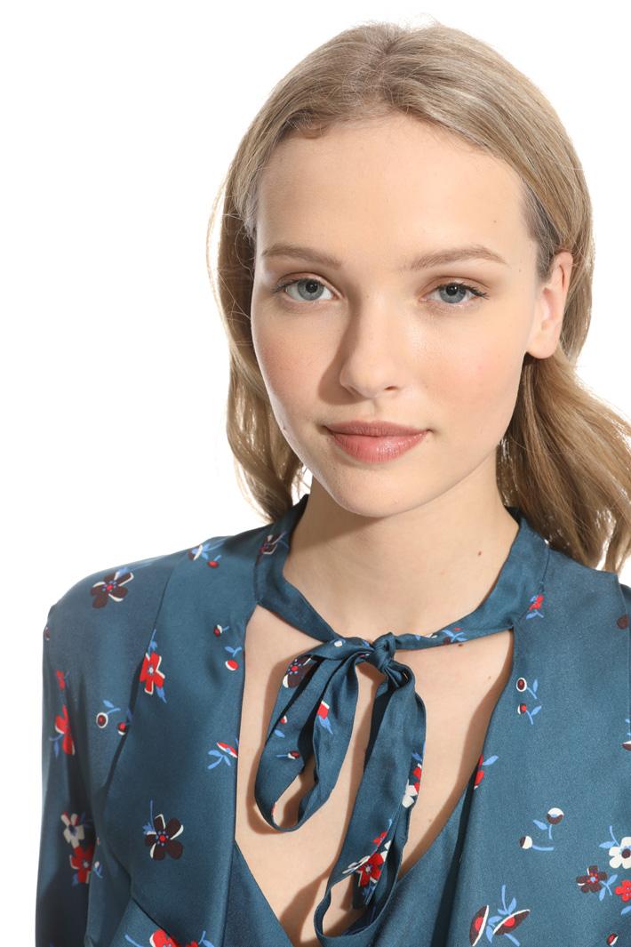 Blusa con volant allo scollo Fashion Market