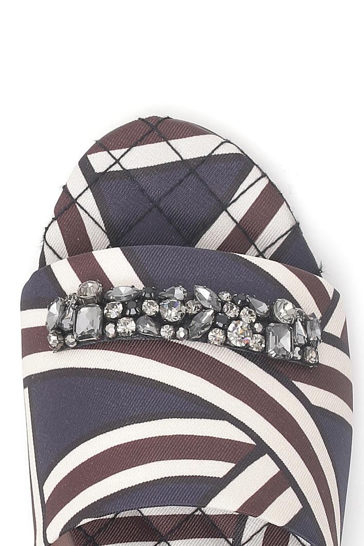 Ciabatta con ricamo gioiello Fashion Market